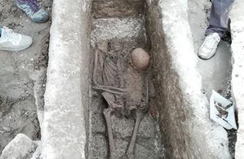 Élőben közvetítették a sírfeltárást